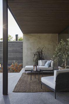 Förnya uteplatsen utan renovering – 5 tips (Residence) Outdoor Sofa, Outdoor Seating, Outdoor Rooms, Outdoor Living, Outdoor Furniture Sets, Outdoor Decor, Lounge Furniture, Outdoor Fabric, Exterior Design