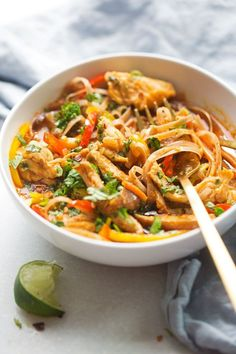 20 – Minute Chicken Panang Curry Noodle Bowls #thaifoodrecipes