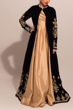 Green Velvet Gota Motif Jacket & Anarkali Pakistani Formal Dresses, Pakistani Wedding Outfits, Indian Gowns Dresses, Indian Fashion Dresses, Pakistani Dress Design, Indian Designer Outfits, Girls Fashion Clothes, Indian Outfits, Designer Dresses