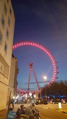런던아이가 올해 레드인 이유는.. 코카콜라가 스폰이라.. 작년에 삼성이 스폰이라 블루였다고.. 아하~!!