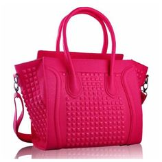 Tote Bags. Tips for choosing the right size Handbags Uk 53e736334d64f