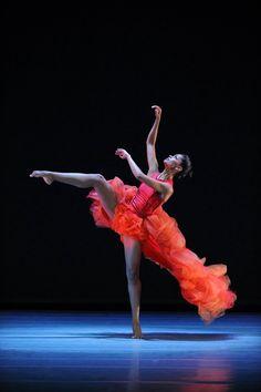 Fana Tesfagiorgis, Alvin Ailey Dance Theater / contemporary dance intermingled with  classical ballet