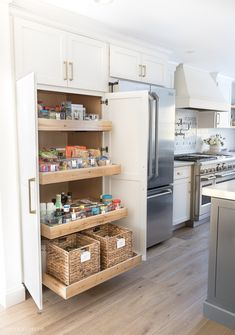 Home Decor Living Room Pantry organization ideas from our kitchen's pantry cabinet with pull-out drawers!Home Decor Living Room Pantry organization ideas from our kitchen's pantry cabinet with pull-out drawers! Kitchen Interior, Kitchen Remodel, Kitchen Pantry Cabinets, Kitchen Cabinet Organization, New Kitchen, Kitchen Pantry Design, Kitchen Renovation, Kitchen Design, Kitchen Organization Pantry
