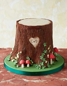 Poke Cake al Cioccolato Cupcakes, Cupcake Cakes, Woodland Fairy Cake, Tree Stump Cake, Nature Cake, Campfire Cake, Dad Cake, Tree Cakes, Forest Cake