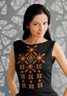 28 ideas embroidery dress ethnic inspiration for 2019 Embroidery Hoop Crafts, Kurti Embroidery Design, Creative Embroidery, Folk Embroidery, Shirt Embroidery, Free Machine Embroidery Designs, Embroidery Fashion, Embroidery Patterns, Ethno Style