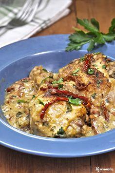 Μπούτια κοτόπουλου σε κρεμώδη σάλτσα με λιαστές ντομάτες και γραβιέρα / Chicken with creamy sun dried tomato sauce