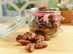 Get Spiced Pecans Recipe from Geoffrey Zakarian Food Network - Dips, Snacks and Appetizers - Spiced Pecans, Candied Pecans, Appetizer Recipes, Snack Recipes, Cooking Recipes, Yummy Appetizers, Yummy Snacks, Yummy Food, The Kitchen Food Network