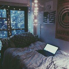 Спальня, комната, кровать, ноутбук, гирлянды, окно, зима, снег, плакаты