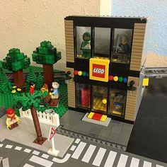 I'm rebuilding and relocating The Lego Store to fit between the park and (the future) Assembly Square. Unfortunately, the new retail space lost some interior square footage . #Lego #legocity #toy #toycrewbuddies #legos #toys4life #city #citylife #legominifigures #brickcentral #bricknetwork #minifigures #instalego #stuckinplastic #bricks #legoaddict #lego365 #legocreator #legomodular #legophotography #legostagram #legostore #legominifigure #minifigure #minifigs #legofan #legoworld