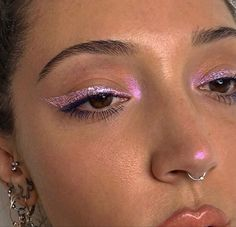 Makeup Inspo, Makeup Inspiration, Makeup Ideas, Deo Bio, Nyx Face Awards, Weihnachten Make-up, Metallic Eyeliner, Pink Eyeliner, Beauty Makeup