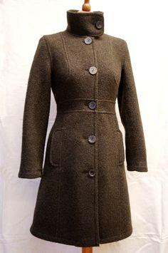 Garconne J-034: Mantel mit eingesetztem Gürtel