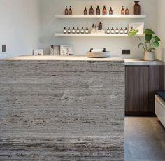 Ivory Travertine Countertop In 2020 Italian Marble Stone Design Italian Marble Flooring