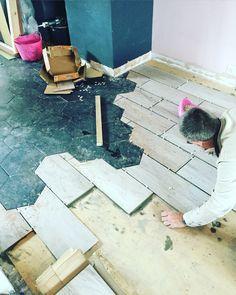 Black Hexagon tile transition into grey wood effec. - Black Hexagon tile transition into grey wood effec… – Black Hexagon Tile, Hexagon Tiles, Floor Design, Tile Design, House Design, Wood Effect Tiles, Kitchen Flooring, Tile Flooring, Kitchen Tiles