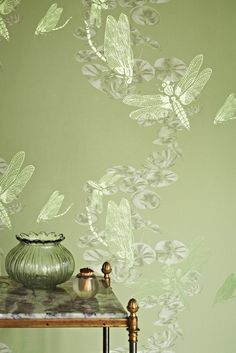 Such a gorgeous #green this #wallpaper design is called Dragonfly and is by Barneby Gates.