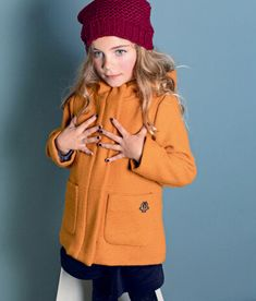 Wat een heerlijk kleurtje is dit! Perfect voor de herfst- en winterdagen! #nono #herfst #winter #winterjas #okergeel #gevoerd #girls #kindermode #meisjes Graphic Sweatshirt, Sweatshirts, Net, Spotlight, Outfits, Children, Kids, Shopping, Celebrities
