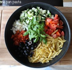 One pot pasta penne, chorizo, olives nores et courgettes One Pan Pasta, Pot Pasta, Penne Pasta, Batch Cooking, Cooking Recipes, Vegan Junk Food, Thing 1, Vegan Smoothies, One Pot Meals