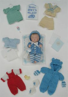 inch scale fine miniature knitting for dollhouse babies, toddlers, and children. Crochet Barbie Clothes, Baby Doll Clothes, Doll Clothes Patterns, Doll Patterns, Knitting Patterns, Dollhouse Dolls, Miniature Dolls, Knitted Dolls, Crochet Dolls