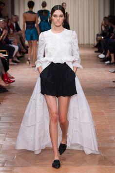 Zoom sur les plus beaux looks des collections P-É 2017 présentées aux semaines de mode.