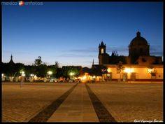 Nada mejor que caminar por las plazas y calles de #Cuitzeo, simplemente te conquistará su paisaje, su gente, su calor! Tienes que venir #elRumboesMichoacán #PueblosMágicos