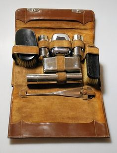 1920's Mens Grooming Set in Leather Case