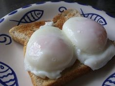 HOW TO MAKE THE PERFECT POACHED EGGS