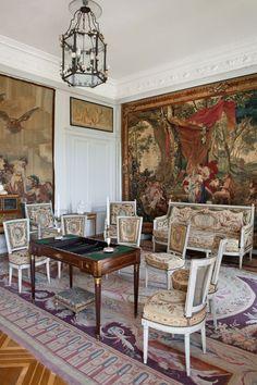Interior views | Villa & Jardins Ephrussi de Rothschild : Palais de la côte d'Azur, Saint-Jean-Cap-Ferrat - Gérés par Culturespaces SALON DES TAPISSEREIES
