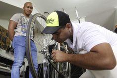 Este colectivo, que ya tiene cuatro años y se dedica a reutilizar partes de bicicletas y triciclos Bike, Bicycles, Upcycle, Parts Of The Mass, Bicycle, Trial Bike