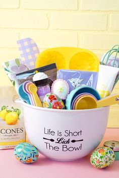Simple DIY Christmas Gift Basket Ideas For Fa . Simple DIY Christmas Gift Basket Ideas for Family – Friends – Couples – Ch Theme Baskets, Themed Gift Baskets, Diy Gift Baskets, Easter Gift Baskets, Gift Basket Ideas, Family Gift Baskets, Food Gift Baskets, Best Christmas Gift Baskets, Easy Diy Christmas Gifts