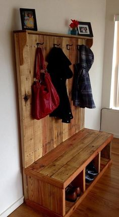 Rustic Pallet Wood Hall Tree: With pallets DIY construction and crafts, you can make nice and more useful wooden crafts and furniture items for home and garden