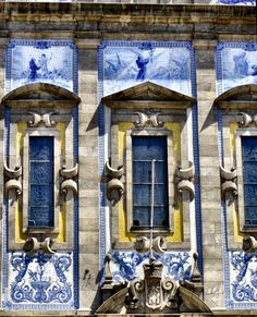 Tied windows - photo from This Ivy House Portuguese Culture, Portuguese Tiles, Amazing Architecture, Architecture Details, Ivy House, Blue Tiles, Delft, Windows And Doors, Blue And White