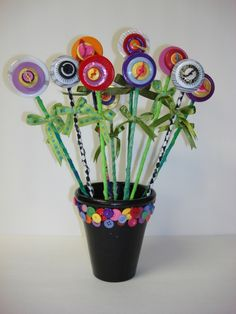 I  make button flowers as quick and easy gifts! You can give a bouquet