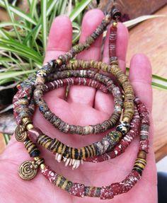 Couleurs Savane : un bracelet 4 rangs ou un collier avec perles verre du Ghana ..... : Bracelet par les-reves-de-minsy