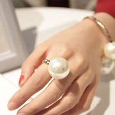 Bold Pearl Diva Ring - Gold