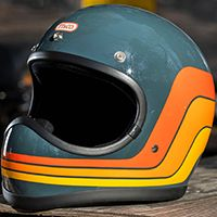 Discover recipes, home ideas, style inspiration and other ideas to try. Retro Motorcycle Helmets, Retro Helmet, Vintage Helmet, Cafe Racer Motorcycle, Motorcycle Style, Bike Helmets, Women Motorcycle, Triumph Motorcycles, Cool Motorcycles