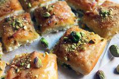 MUTABBAQ PASTEL QUESO DULCE RECETA JERUSALEN 2 Gluten Free Deserts, Spanakopita, Quiche, Sushi, Sweet Tooth, Cheesecake, Cooking Recipes, Vegetarian, Breakfast