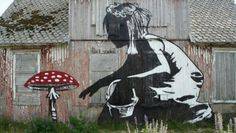 Here is an image created by graffiti artist Dolk and Pøbel in Lofoten. In Lofoten, we looked stunning scenery and fjellandkap that is worth seeing in addition, this space has become a canvas for the two graffiti artists. Instead they have chosen to paint a series of abandoned houses in an area so desolate that one would think that artwork had been set up there.