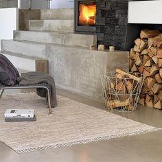 Gegen Eine Unbersichtliche Produktpalette Aus Verschiedensten Objekten Entschieden Und Konzentriert Sich Auf Die Herstellung Farbenreicher Teppiche