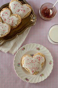 """Homemade Strawberry Pop """"Hearts"""" (Sweet Treats: a baking blog) YUMMY"""