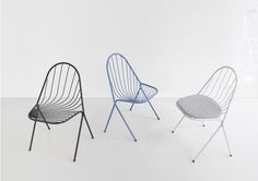 DRAPEE is a a chair made of steel wires. The lines between the back and the seat reproduce the fluid motion of a drape. They are framed by a curve that cross delicately and extend to form the feet. And it is stackable!