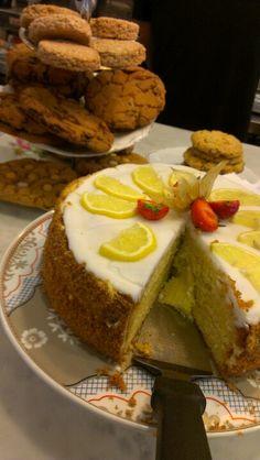 Cake, Avoca Cafe, Dublin. Cafe Dublin, Dublin Food, Money Cake, Cookery Books, Sweet Tooth, Ireland, Yummy Food, Cold, Cakes