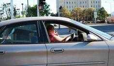 El smartphone es una herramienta muy útil, pero hay que tener mucho cuidado del uso que le damos mientras vamos conduciendo. Smartphone, Blog, High Road, Lets Go, Tecnologia, Blogging