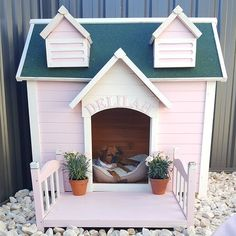 So happy with how Delilah's Castle kennel turned out! Luxury Dog House, Luxury Dog Kennels, Small Dog House, Pet Hotel, Puppy House, Dog Area, Diy Dog Bed, Dog Rooms, Pet Furniture