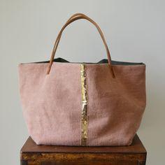 A unique selection of elegant and original handmade tote bags. Diy Sac Pochette, Sac Vanessa Bruno, Diy Bags Patterns, Japanese Bag, Diy Bags Purses, Fab Bag, Tote Bags Handmade, Jute Bags, Boho Bags