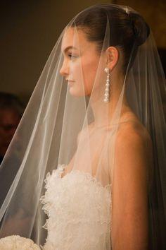 As noivas geralmente já tem em mente tudo que querem no seu casamento ac214aa14a4