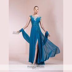 Quanto è chic questo abito da cerimonia firmato Nicole Cerimonia? Scopri la collezione 2017 su http://www.piazzadispagnasposi.it/collezioni/cerimonia-donna/nicole-cerimonia/