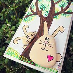 #bunnylove #easter #bunny #easteriscoming #pebbleart #madewith❤ #handpainted #handmade #rockpainting #madebyhand #paintedstones #pebbleart #giftideas