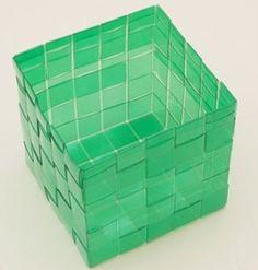 Veja como fazer caixas com garrafas PET
