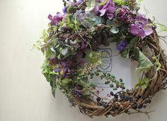 Category : Wreathご覧いただきありがとうございす。定期的に製作している季節のリースの10月版になります。紫色が美しい紫陽花や山ゴボウをドライに...|ハンドメイド、手作り、手仕事品の通販・販売・購入ならCreema。