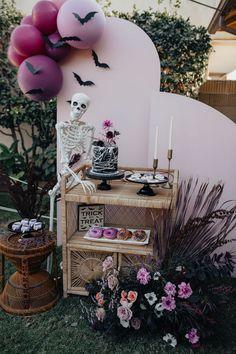 Pink Halloween, Halloween Party Themes, Halloween Birthday, Diy Halloween Decorations, Halloween House, Holidays Halloween, Halloween 1st Birthdays, Baby Shower Halloween, Halloween Sweet 16