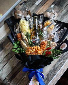 Сумей вовремя понять себя... . Очень часто так бывает, что судьба нас сталкивает с чем то, но мы не можем прочитать её знаки правильно и… Man Bouquet, Food Bouquet, Gift Bouquet, Birthday Gifts For Boyfriend Diy, Cute Boyfriend Gifts, Boyfriend Anniversary Gifts, Food Gift Baskets, Gift Baskets For Men, Diy Food Gifts